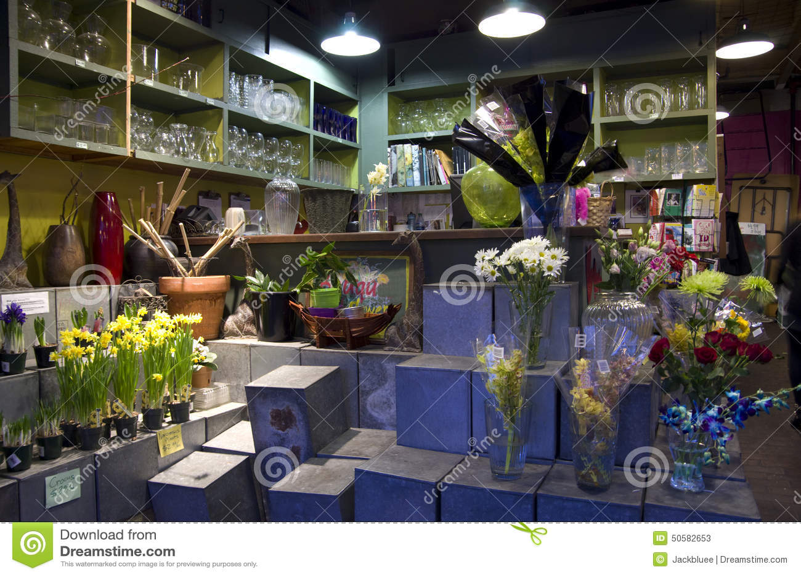 Innenbeleuchtung des blumenladens redaktionelles stockfoto for Designs east florist interior