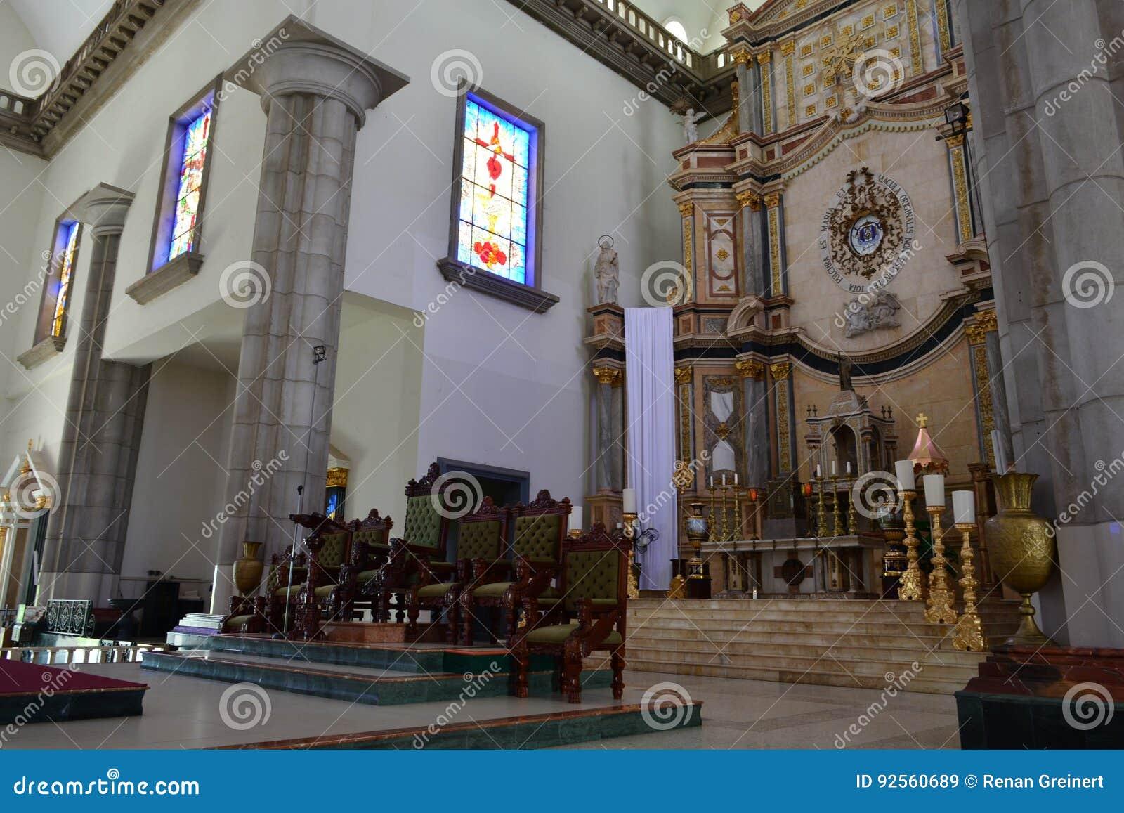 Innenraum der Basilika von Suyapa-Kirche in Tegucigalpa, Honduras