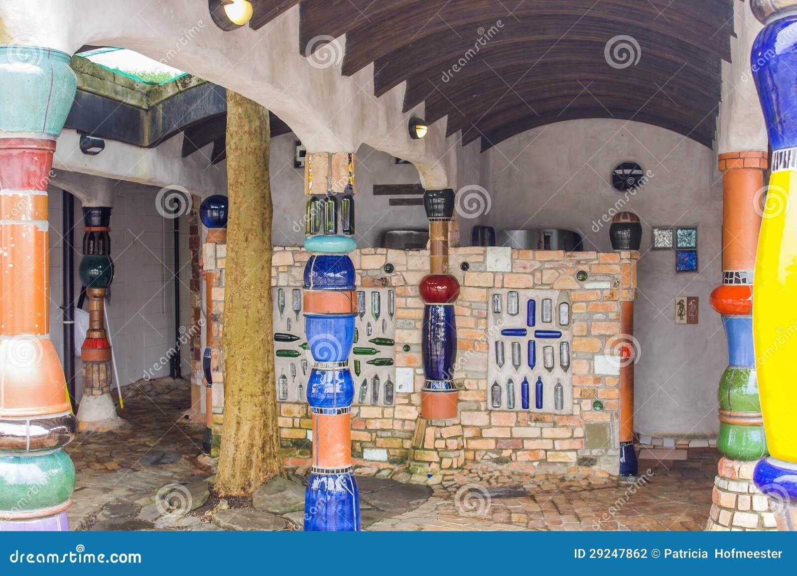 Kako IDS gradi škole - Page 3 Innenraum-der-toilette-durch-hundertwasser-29247862