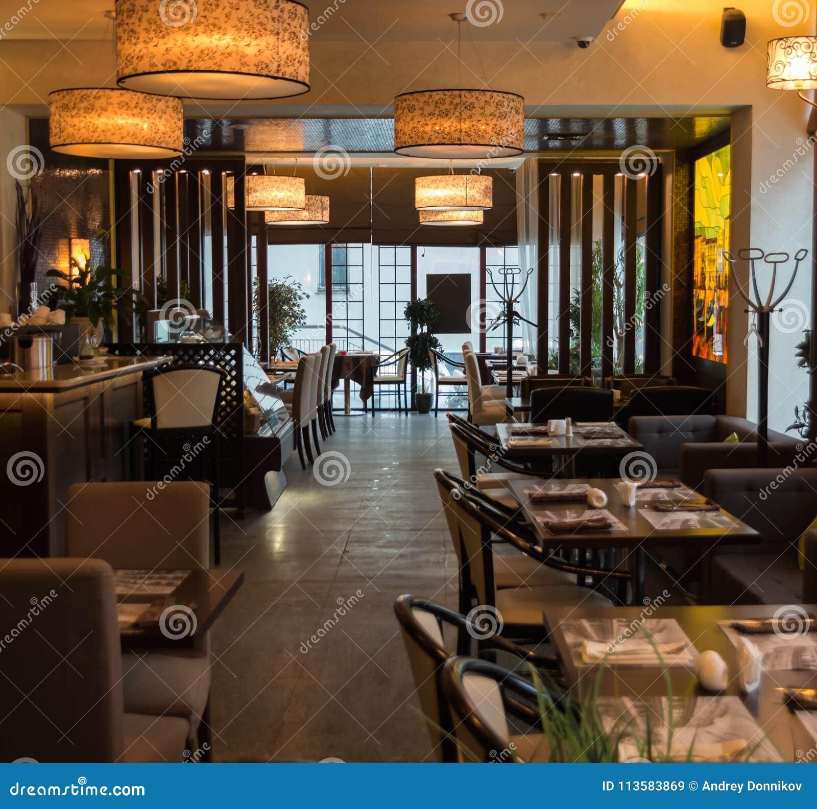 Innenraum Des Gemütlichen Restaurants Zeitgenössisches Design In Der ...
