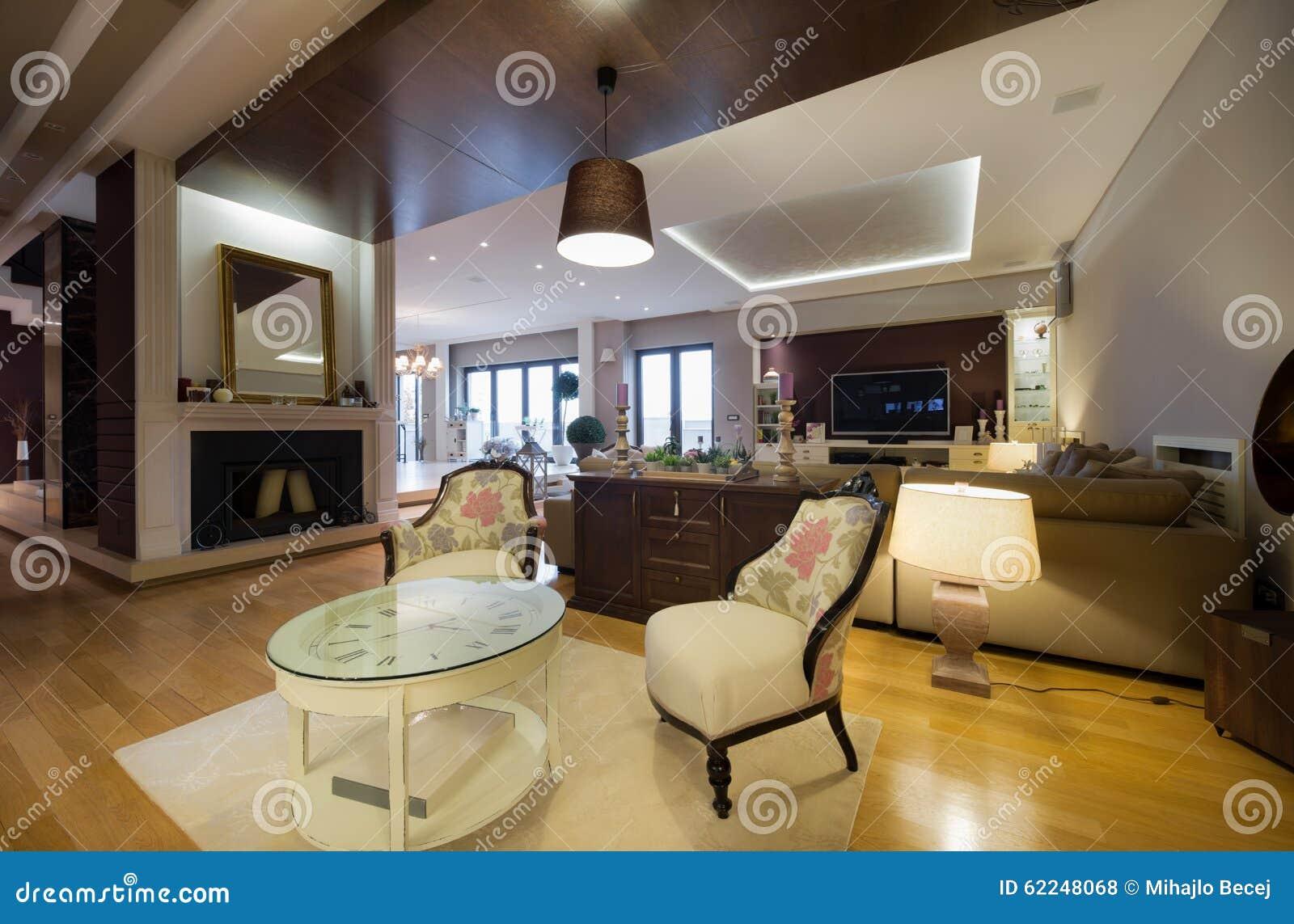 Uberlegen Innenraum Einer Luxuswohnung Mit Kamin
