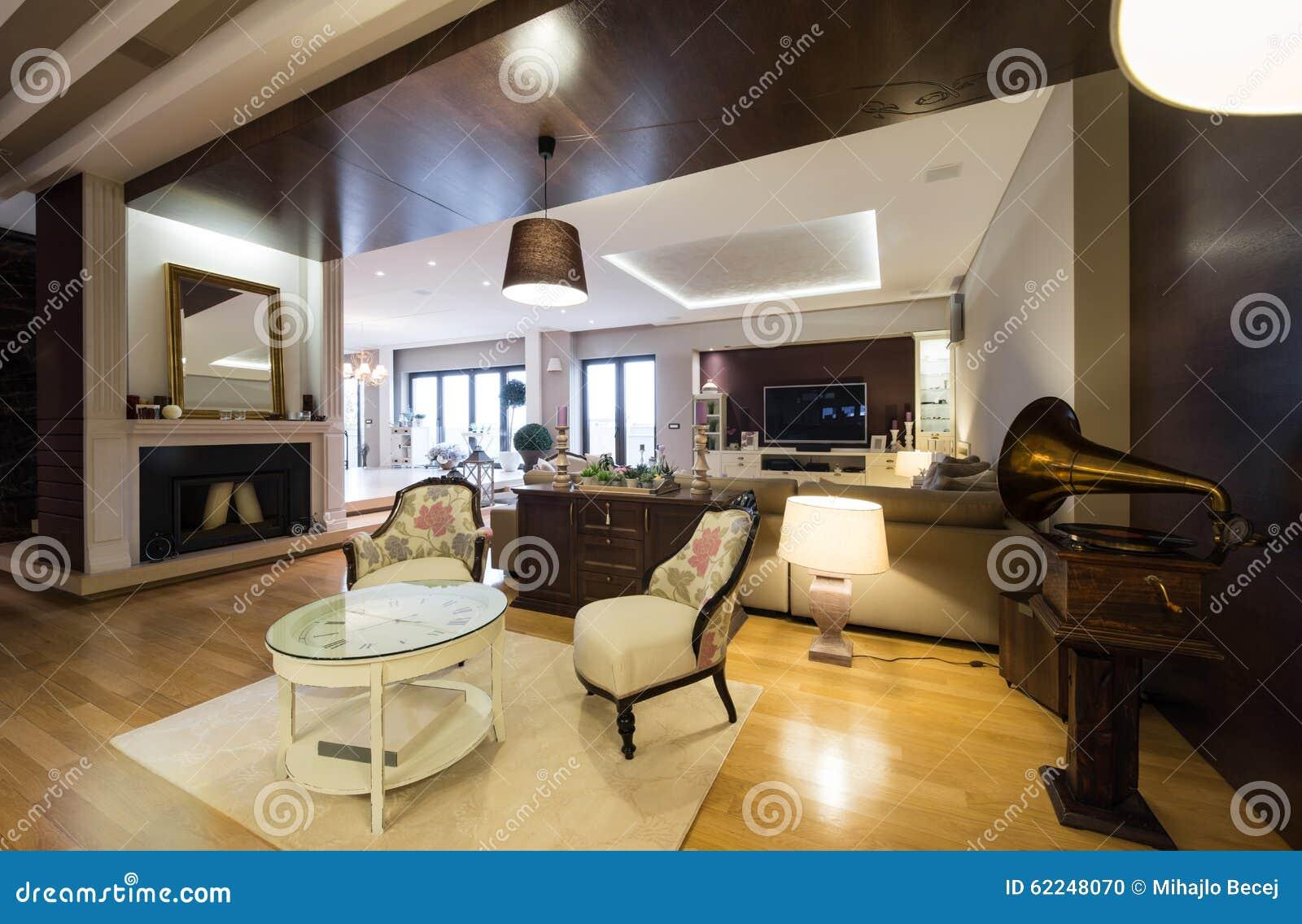 innenraum einer luxuswohnung mit kamin stockfoto - bild: 62248070 - Luxus Wohnung Mit Kaminofen