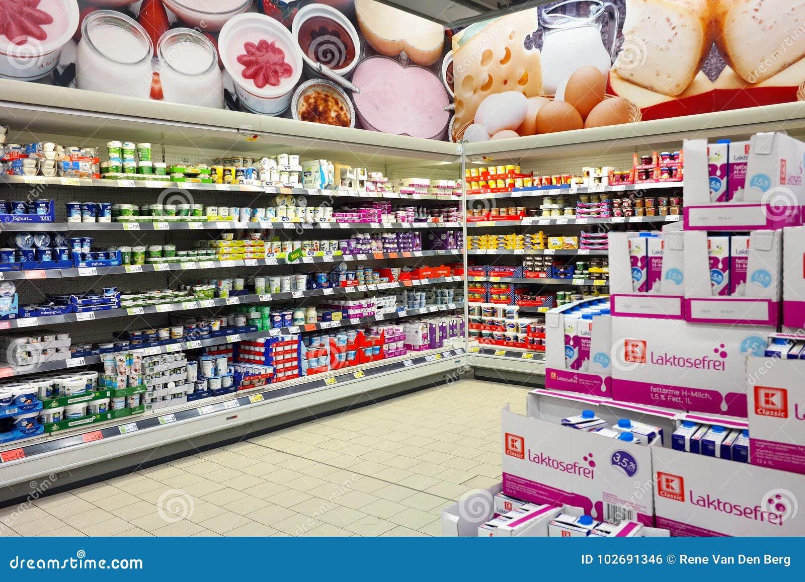 Innenraum Eines Kaufland-Grossmarktes Redaktionelles Foto - Bild von ...
