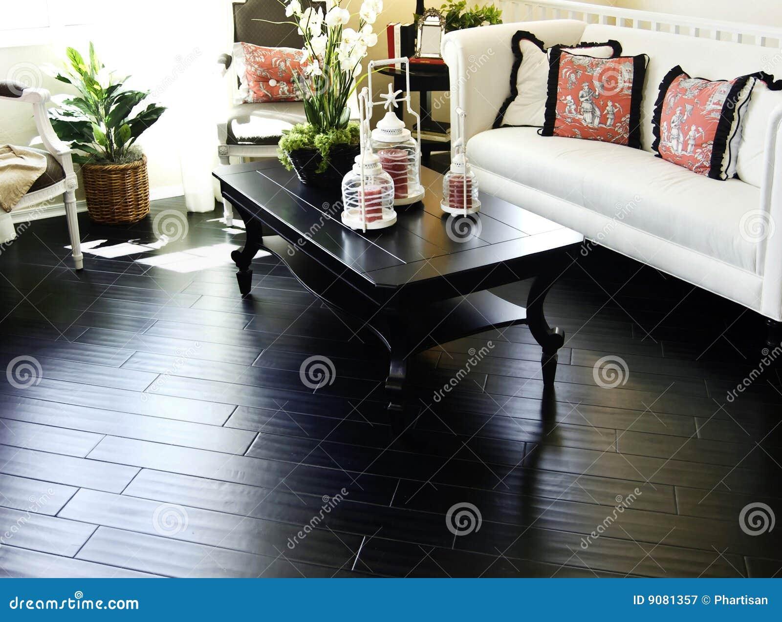 Innenraum mit Hartholzbodenbelag
