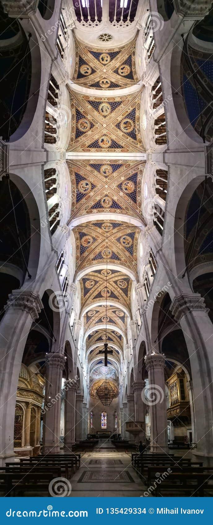 Innerhalb der Kathedrale von San Maritino in Lucca, Italien