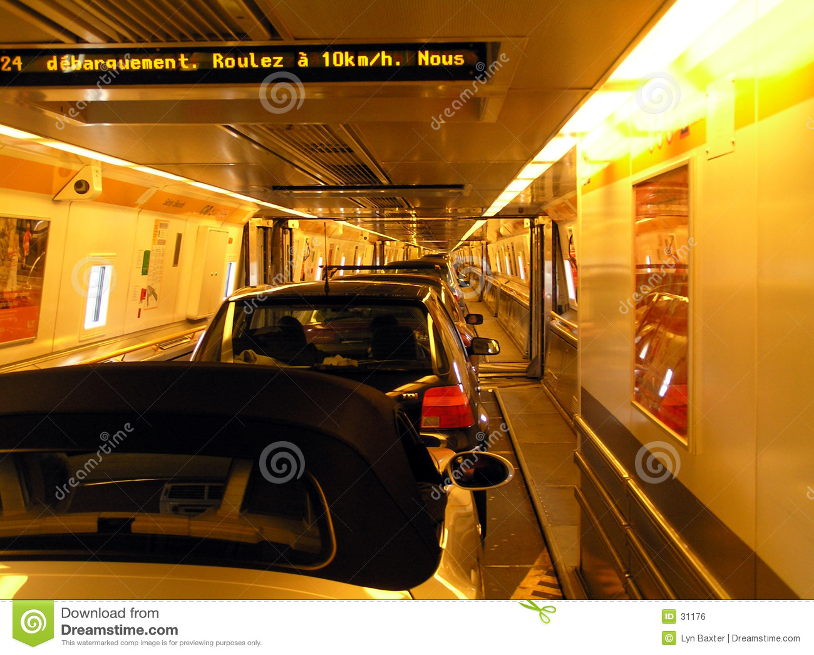 Download Innerhalb Des Kanal-Tunnels Stockfoto - Bild von frankreich, leuchten: 31176
