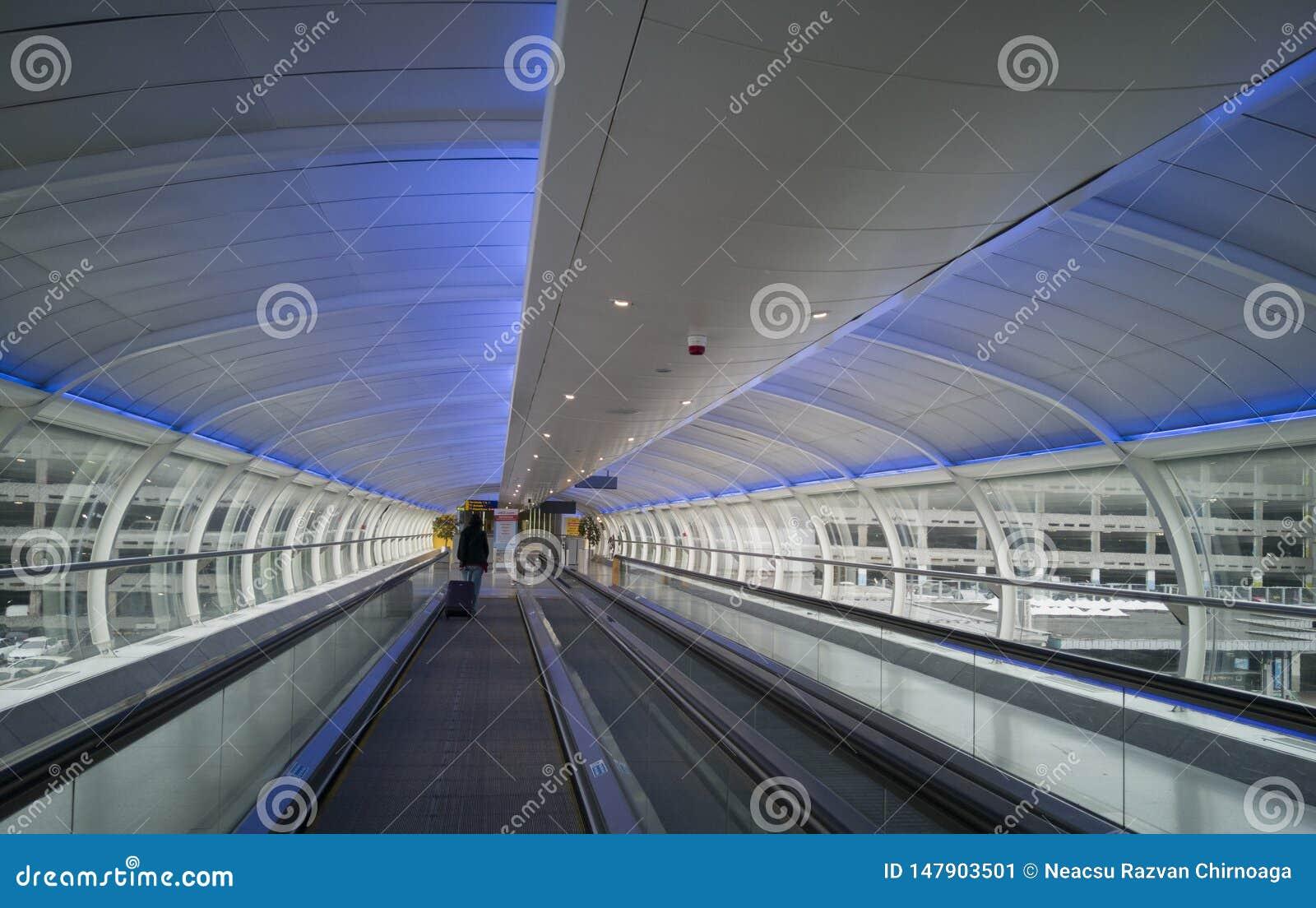 Innerhalb des modernen Anschlusses von Manchester-Flughafen am 5. Juni 2018 in Manchester, England