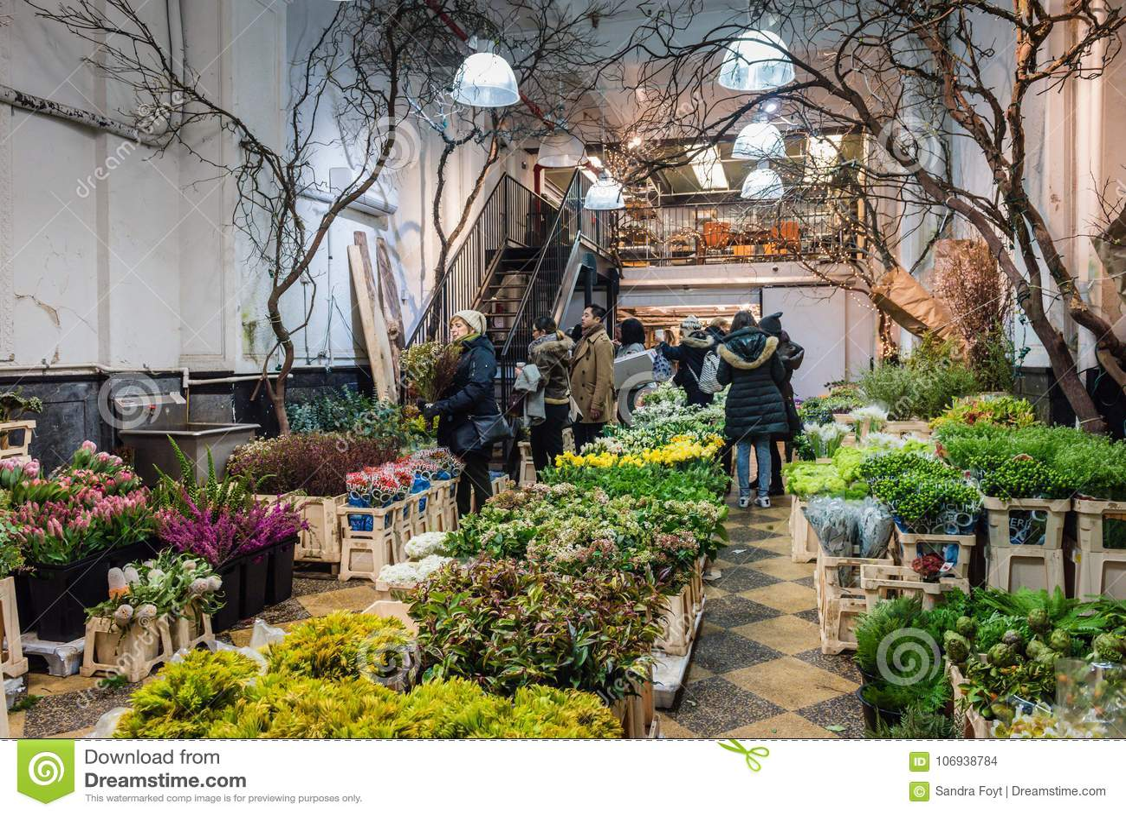 innerhalb eines shops in chelsea flower market - new york city