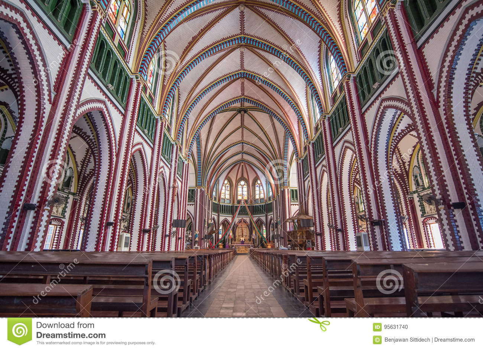 Innerhalb StMary-` s Kathedrale in Rangun, Myanmar