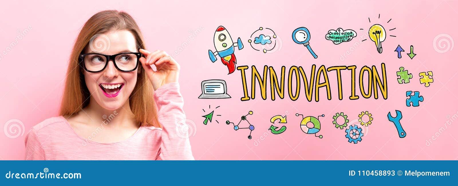 Innovation med den lyckliga unga kvinnan
