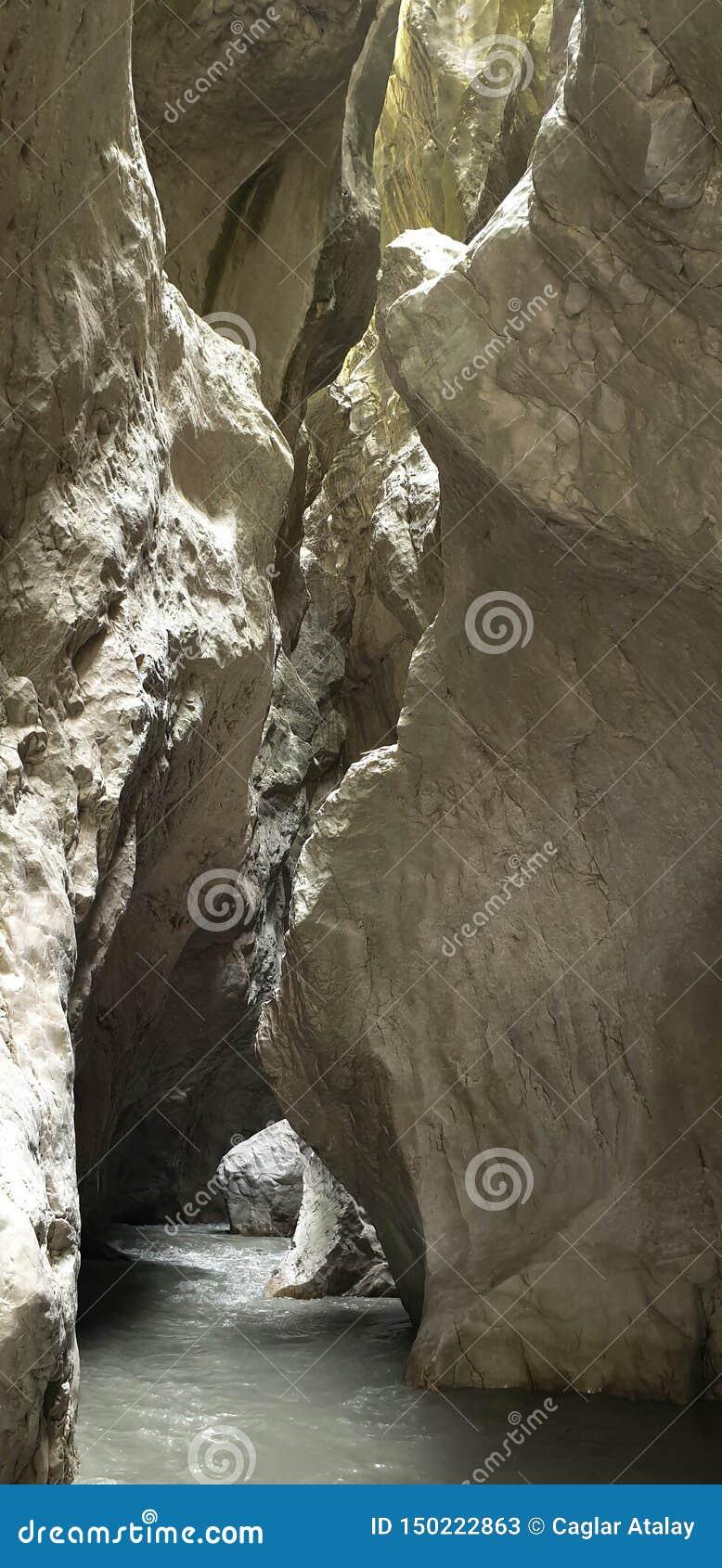 Inom den gömda dalen