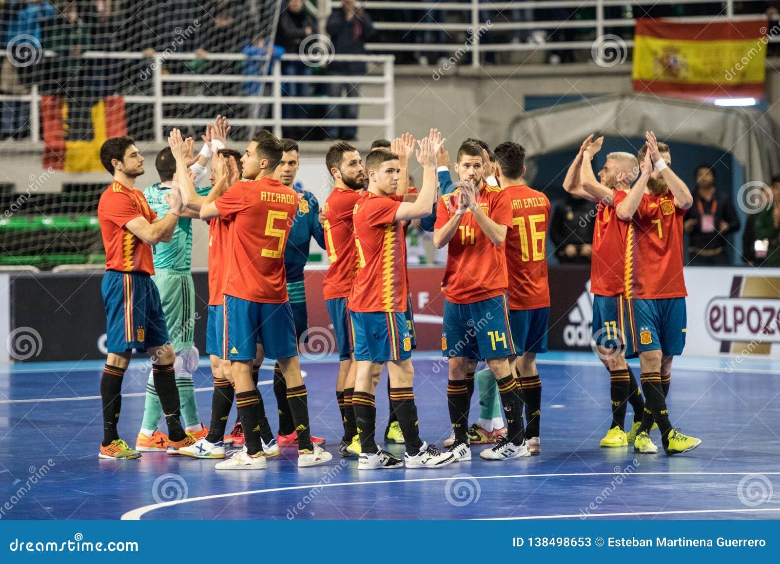 Inomhus footsal match av landslag av Spanien och Brasilien på den Multiusos paviljongen av Caceres