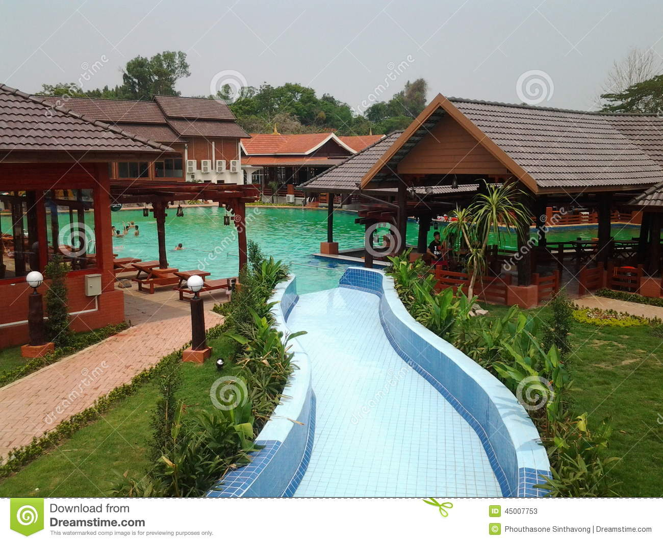 Inpaeng swiming pool stock photo image 45007753 for Family garden pool