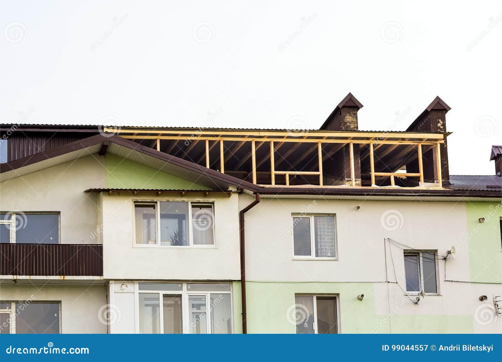 Inquadramento domestico nuovo dell edilizia residenziale Inquadratura del tetto della a