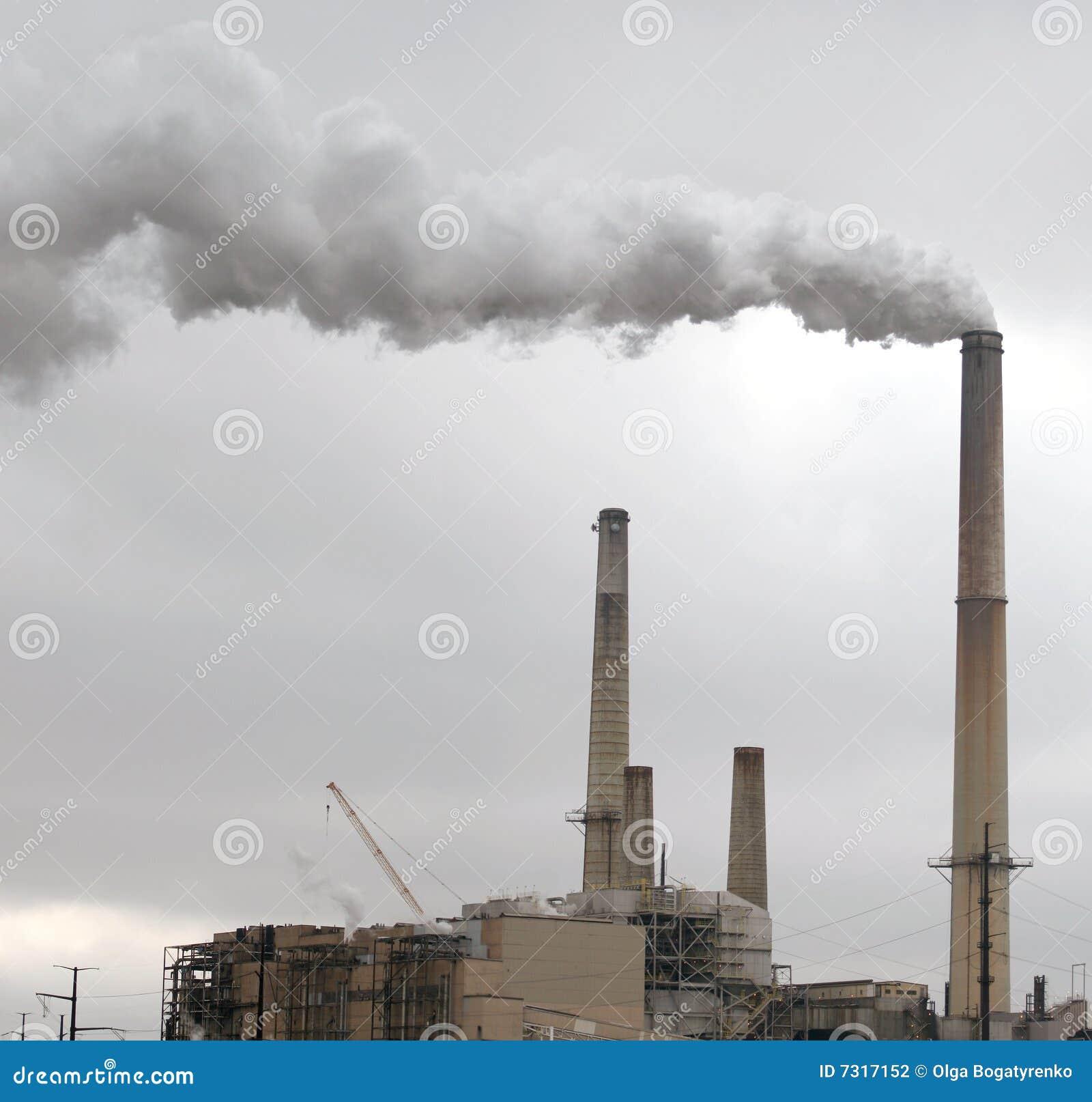 Inquinamento ambientale - camino della fabbrica