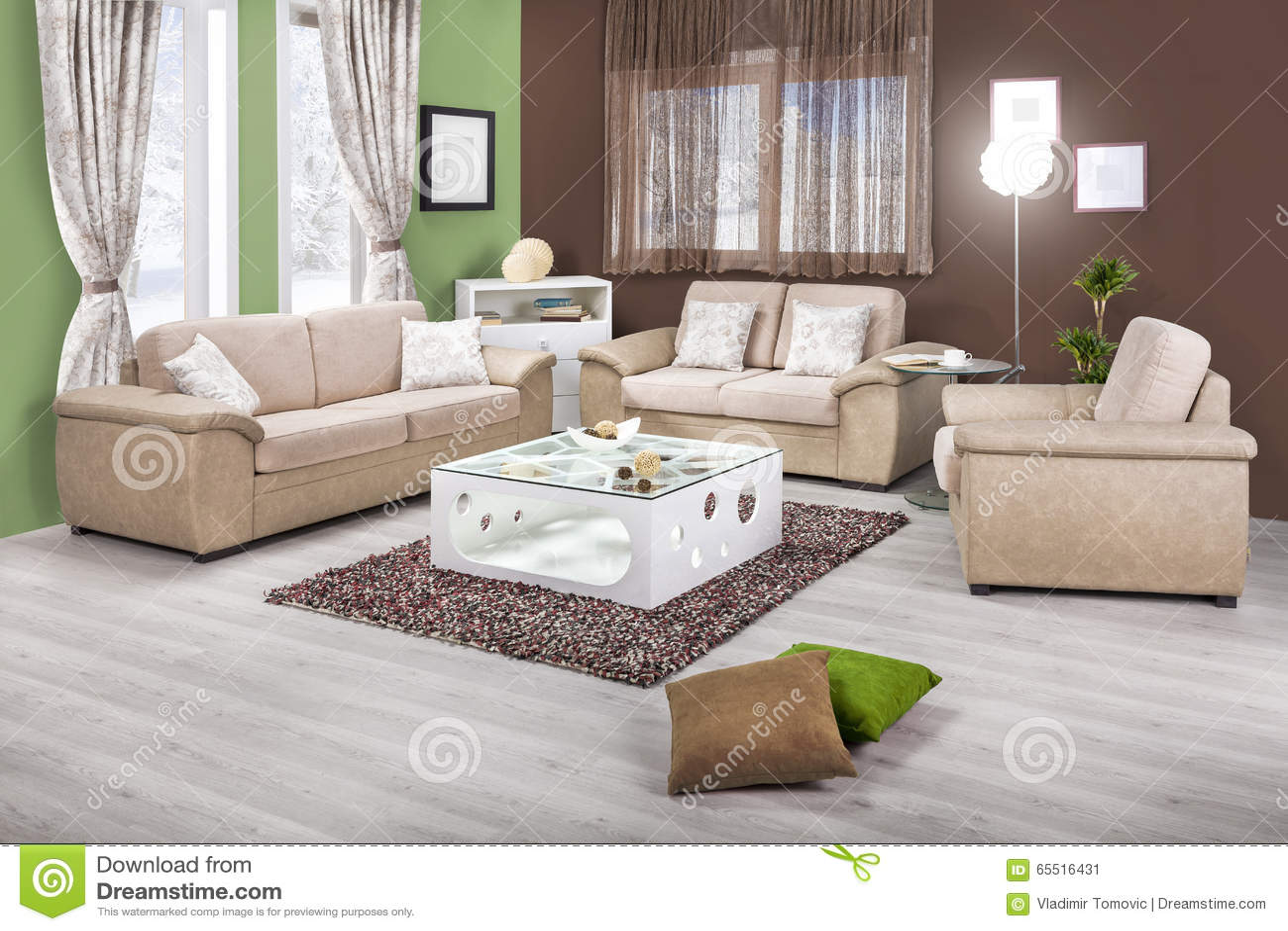 Inre av en modern vardagsrum i färg arkivfoto   bild: 65516431