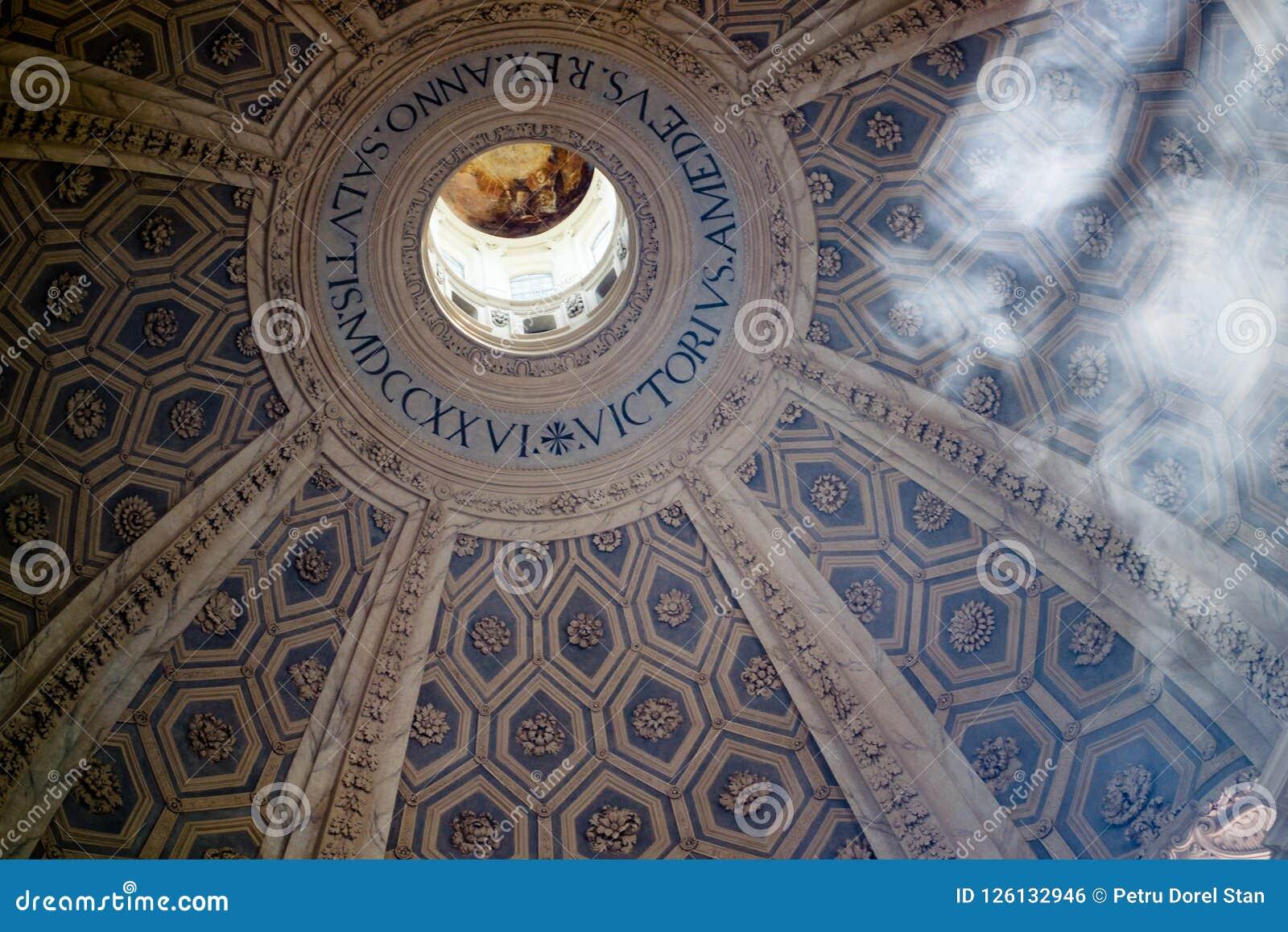 Inre av kyrkliga Basilika di Superga av Turin, Italien