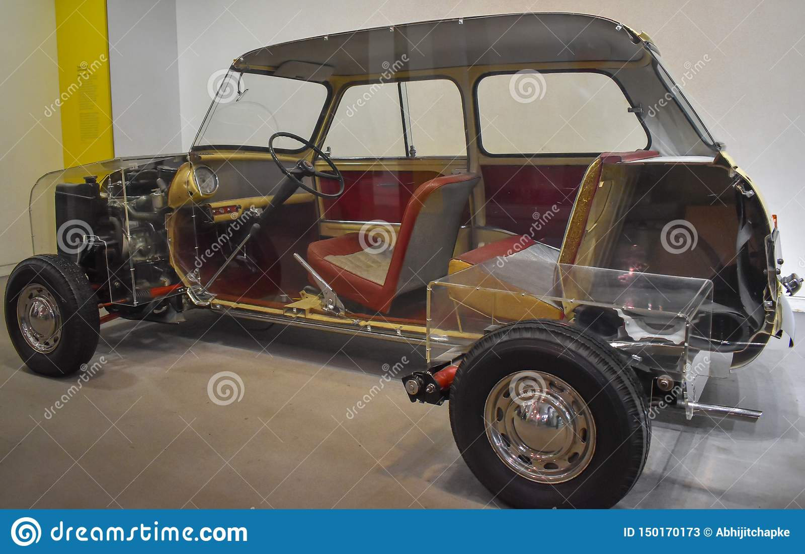 Inre delshower i halv klippt bil