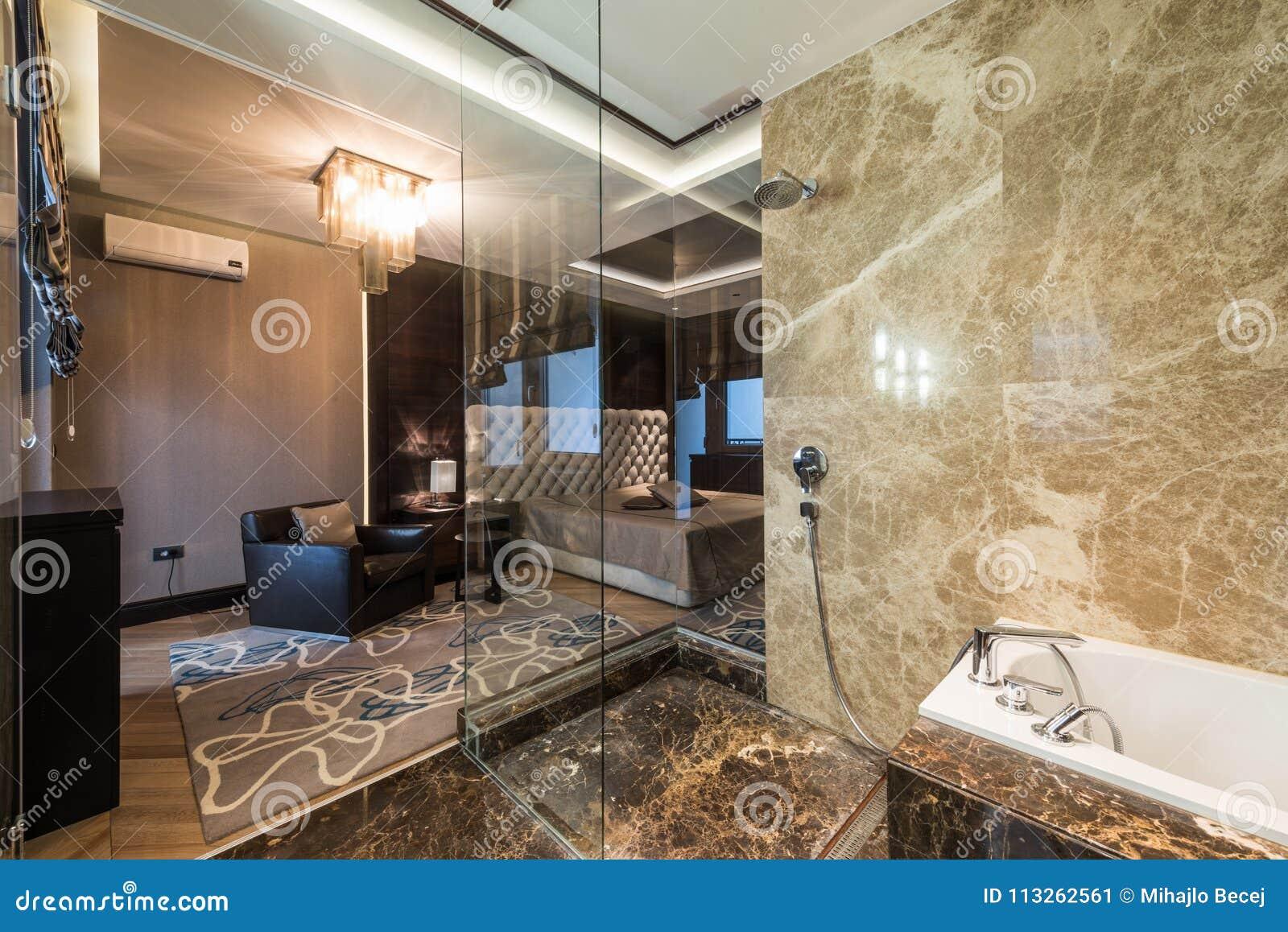 Inre för ledar- sovrum med det lyxiga badrummet