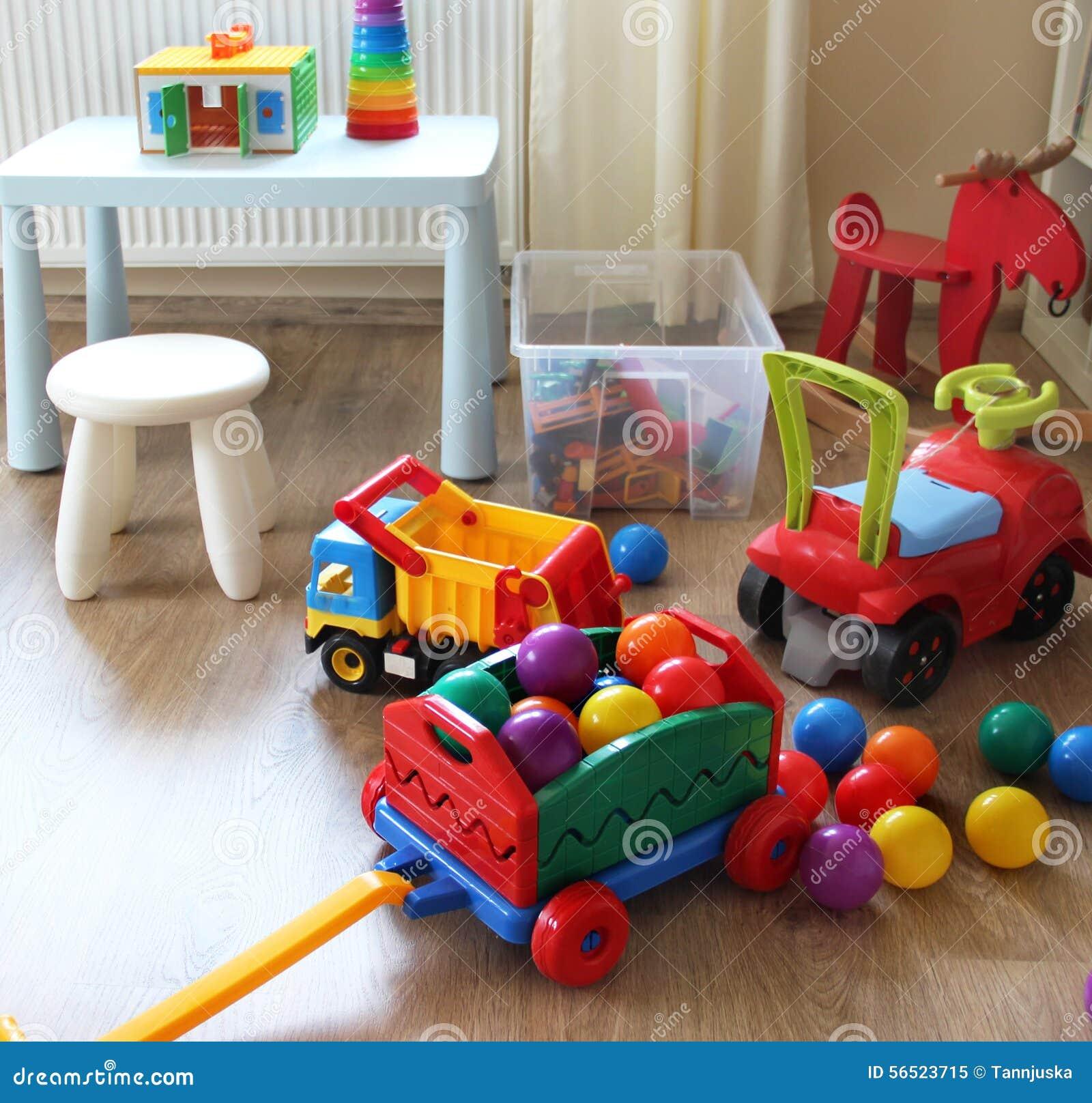 Inre för barnrum med leksaker arkivfoto   bild: 56523715