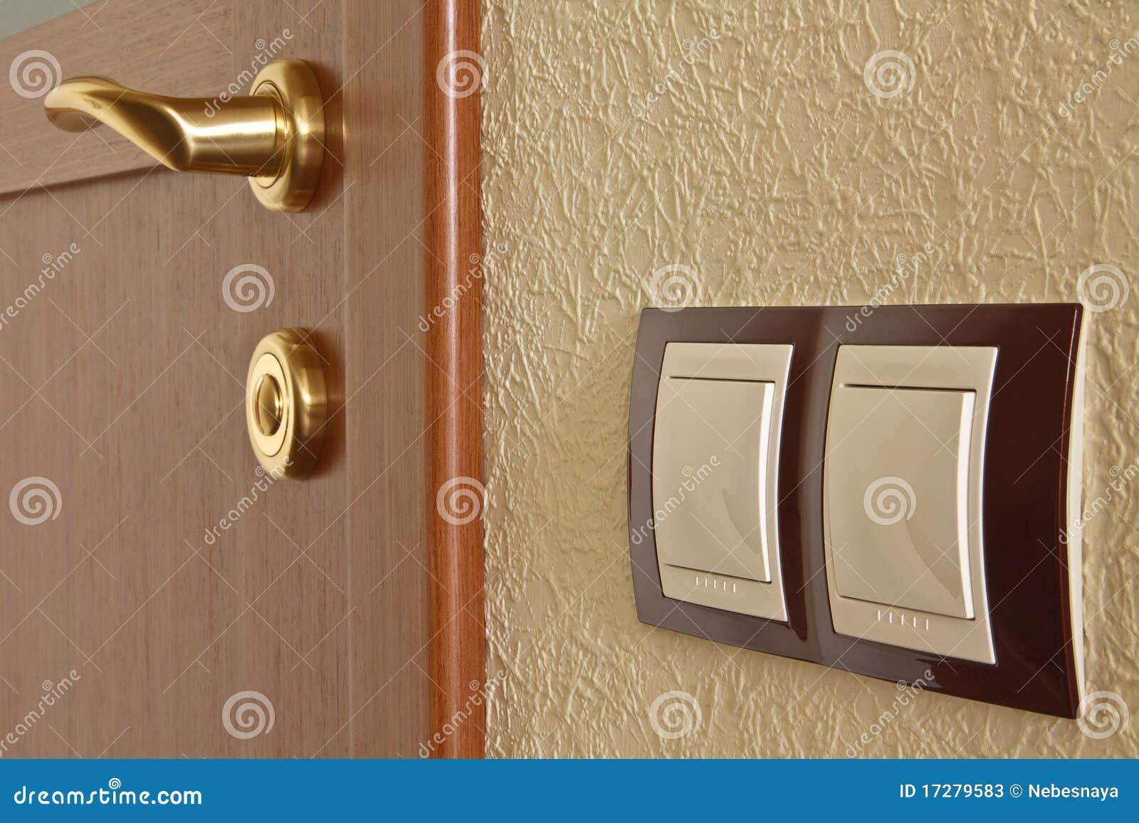 Inre ljus strömbrytare för dörr arkivfoton   bild: 17279583