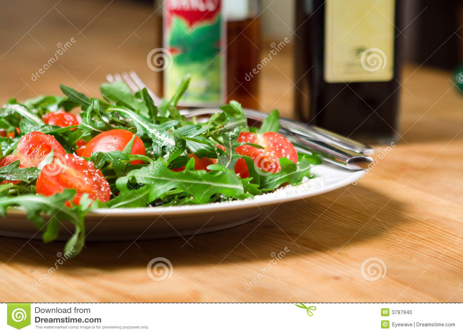Insalata con il rucola ed i pomodori