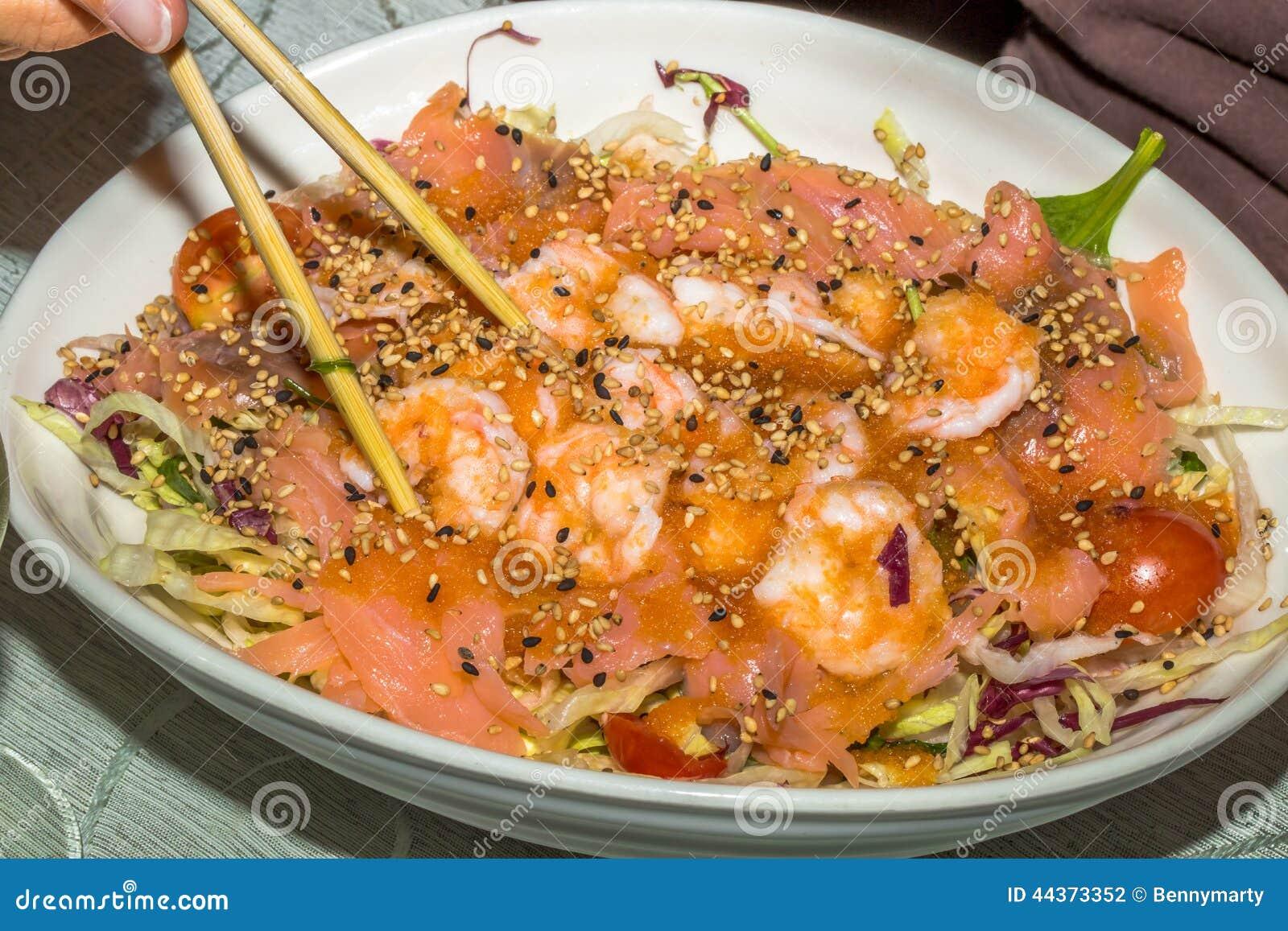 Insalata del sashimi e del gamberetto