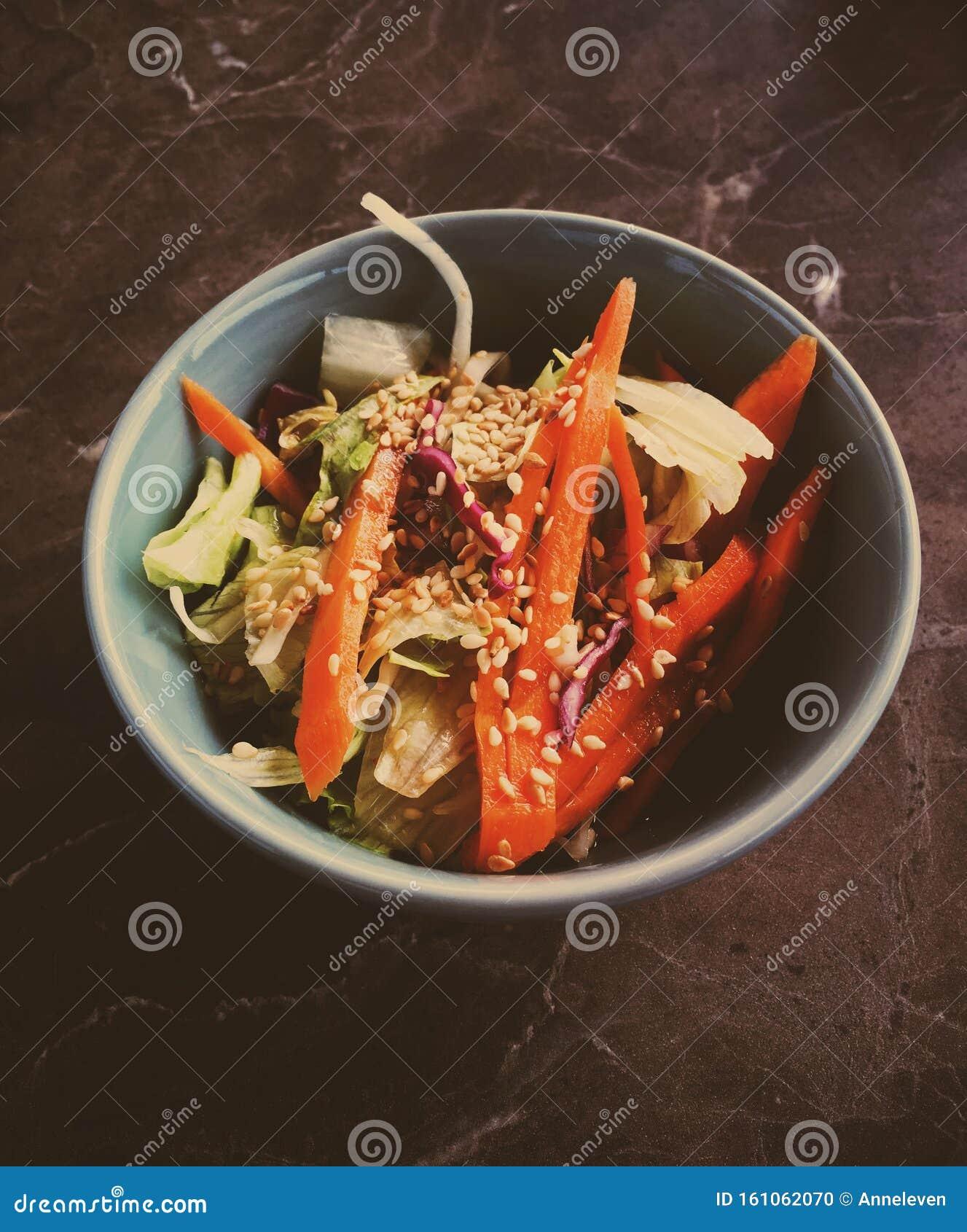 Insalata Vegetale Asiatica Servita In Una Ciotola Di Un Ristorante Giapponese Cibo Salutare Fotografia Stock Immagine Di Festa Verdi 161062070