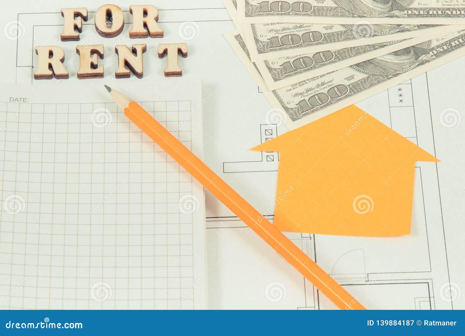 Inscription pour le loyer, bloc-notes avec le crayon et l argent sur le plan de logement, maison à louer ou concept plat