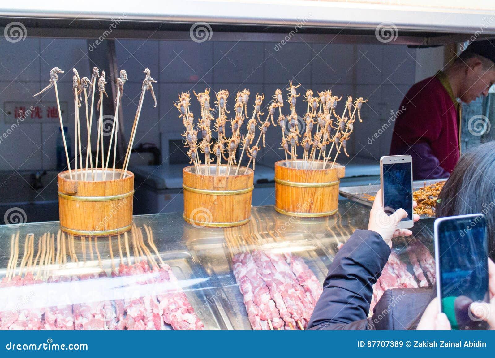 Insectes frits aux rues de casse-croûte de Wanfujing
