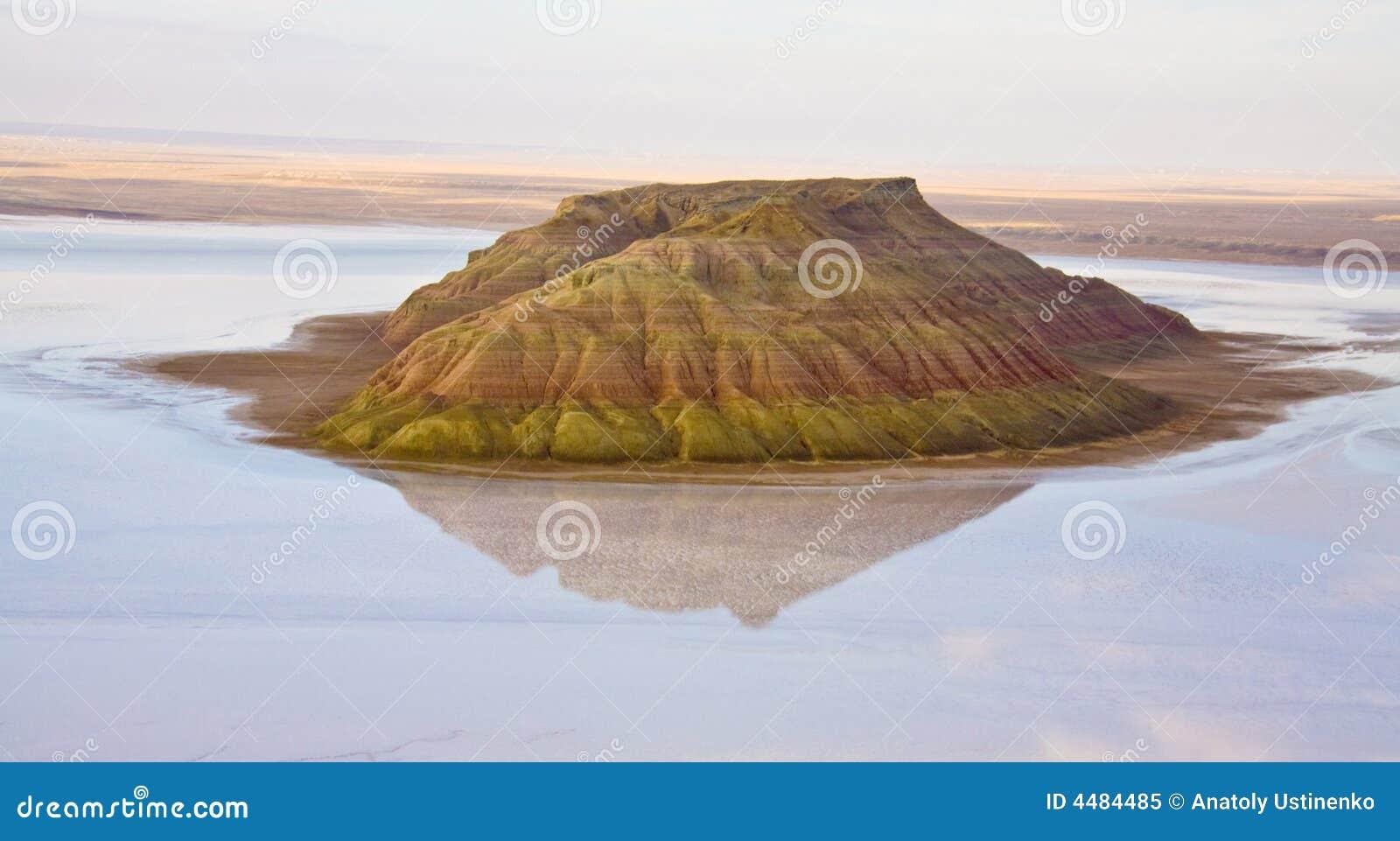 Insel-Salz-Hügel im Kaspischen Meer von Mangistau