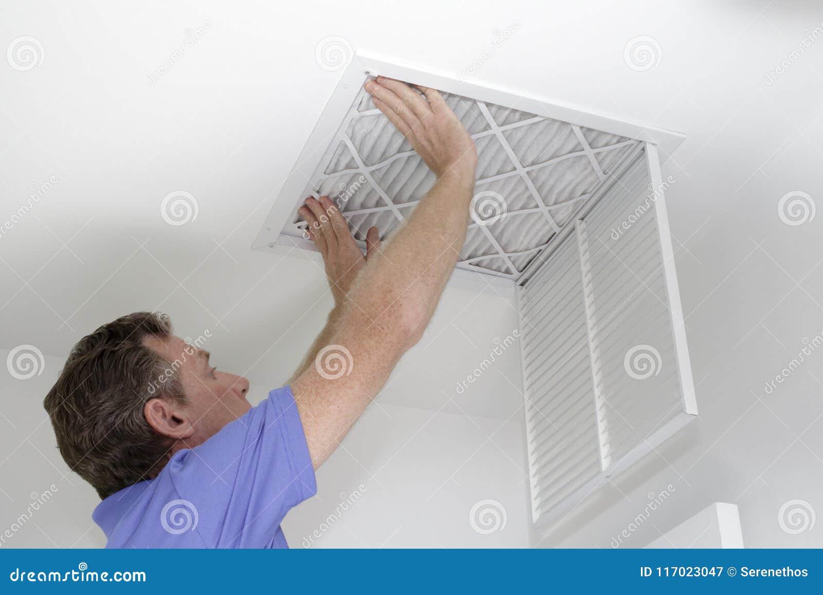 Inserción del nuevo filtro de aire en techo