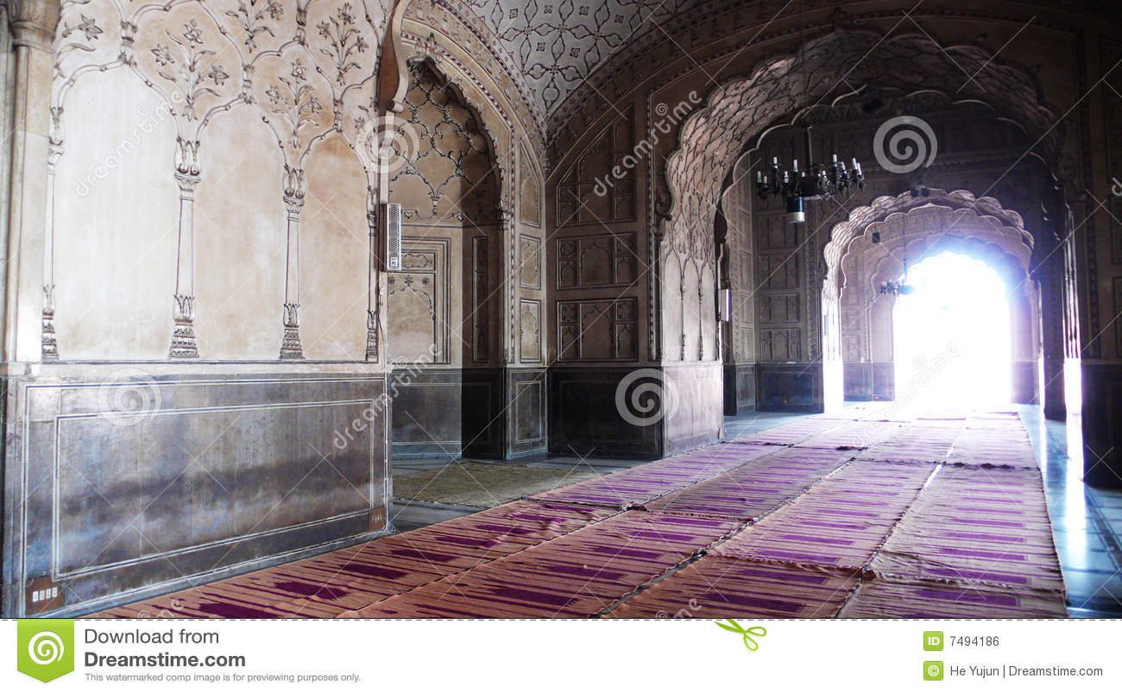 inside-badshahi-mosque-7494186 jpgInside Badshahi Mosque