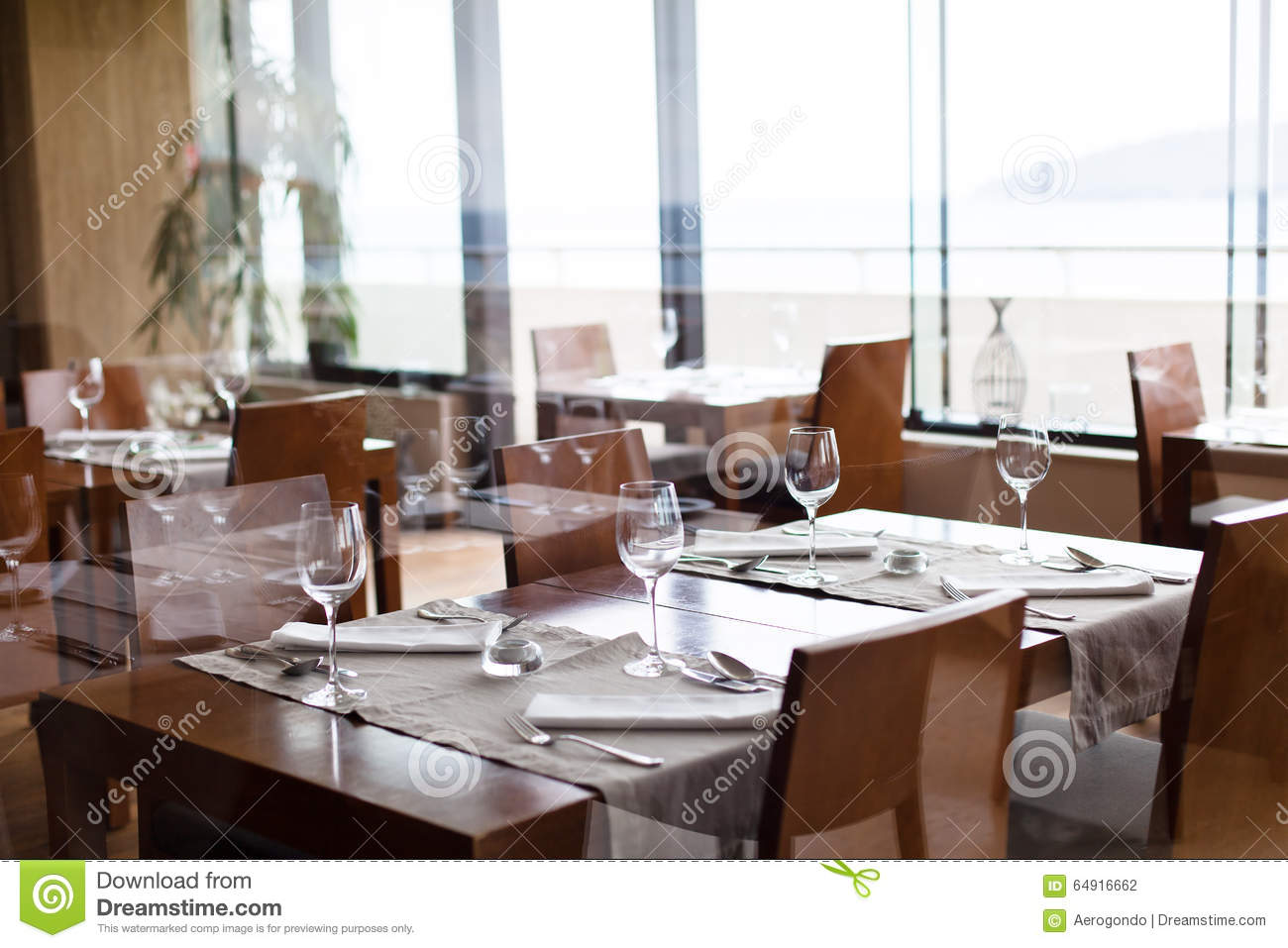 Modern restaurant table setting - Inside Modern Restaurant