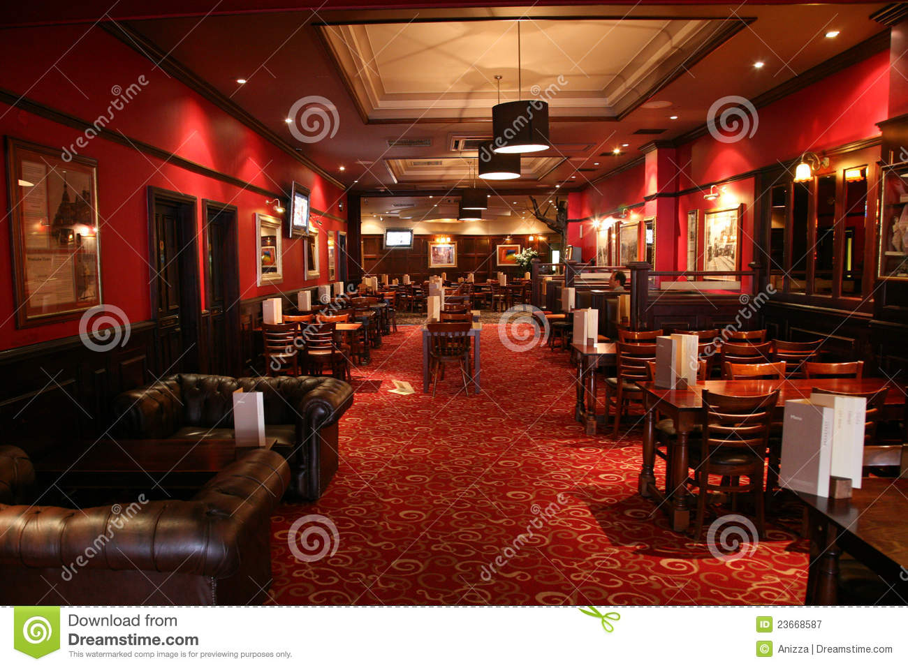 Inside view of a english pub editorial photography image for Interieur in english