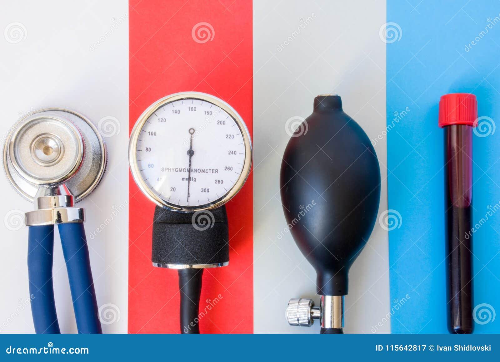 Insieme dei dispositivi diagnostici, degli strumenti medici di medico o dello specialista di sanità per diagnosticare le varie ma