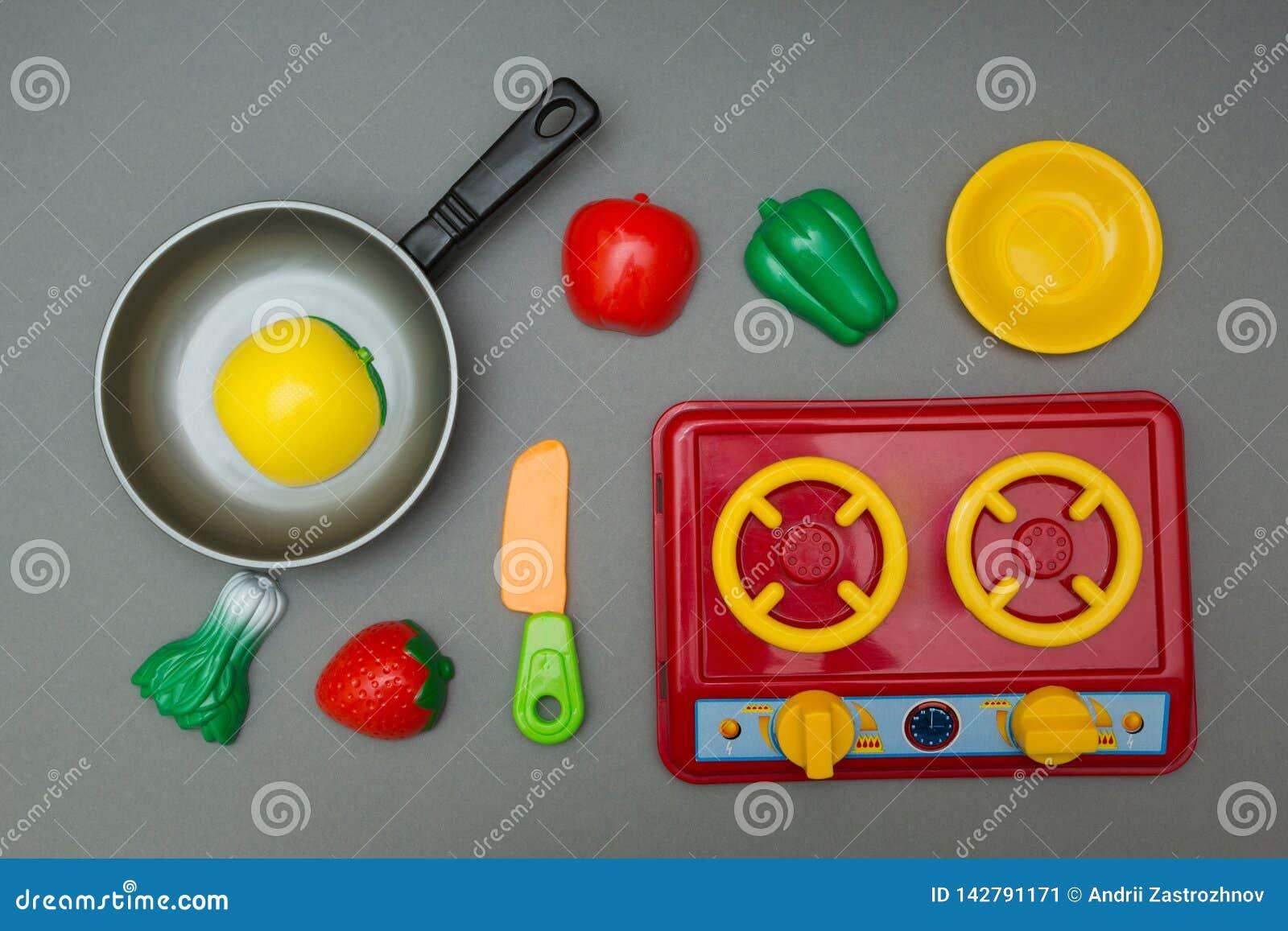 Insieme del bambino dei giocattoli per giocare cuoco unico