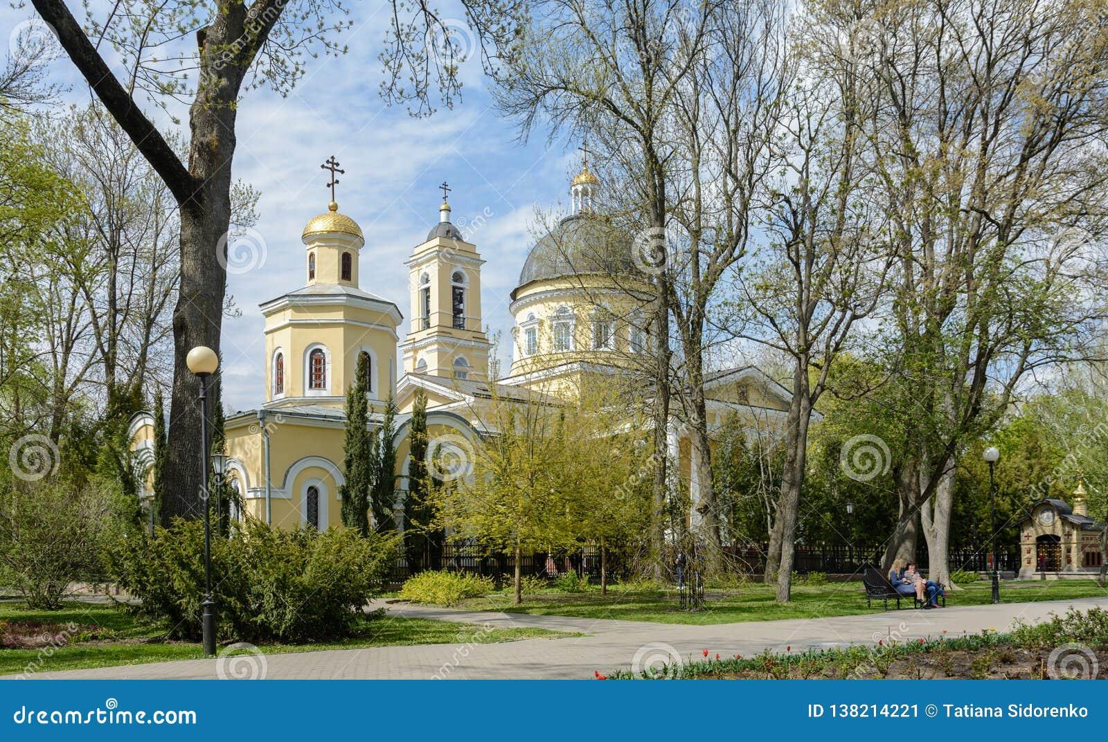 Insieme del palazzo e del parco di Homiel  Vista della cappella-tomba della famiglia di Paskevich e della cattedrale di Peter e d