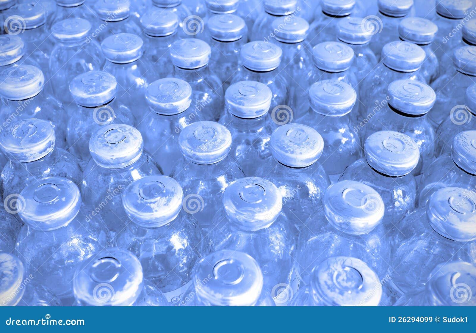 Insieme delle bottiglie di vetro con medicina