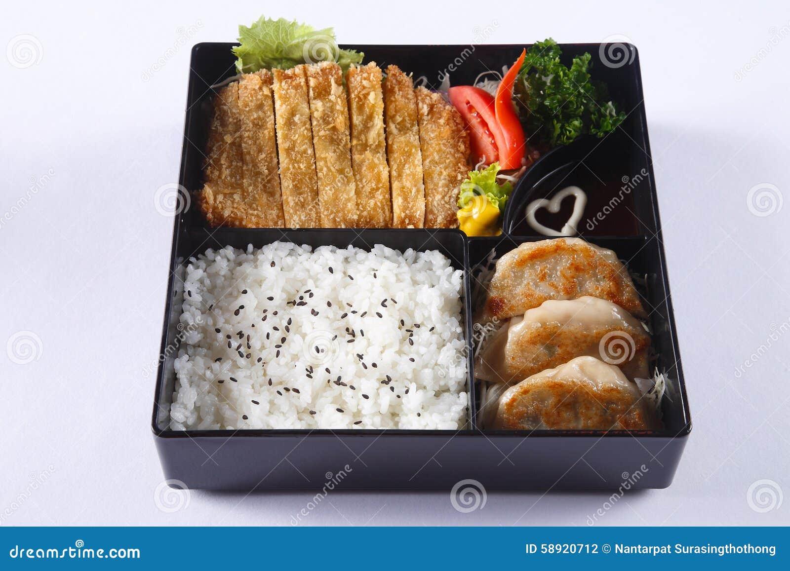 Insieme di bento della carne di maiale Deep fried (Tonkatsu), Gyoza, riso giapponese, i