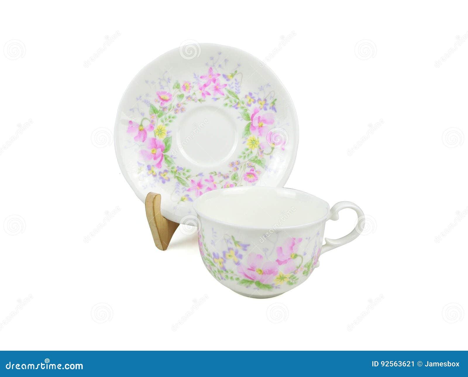 Insieme di cinese delle tazze di tè su fondo bianco
