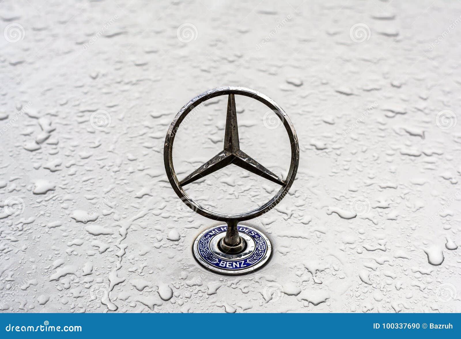 Insignia del Benz de Mercedes