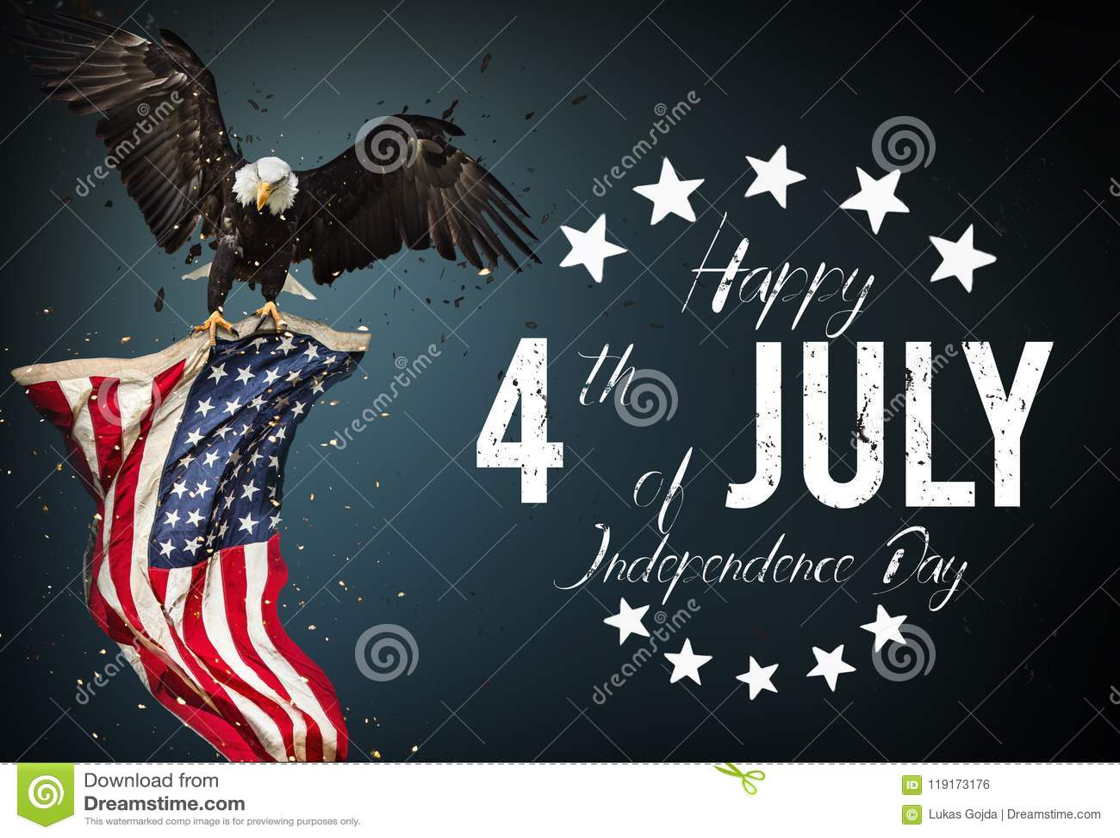 Inskrift som är lycklig 4th Juli med USA flaggan