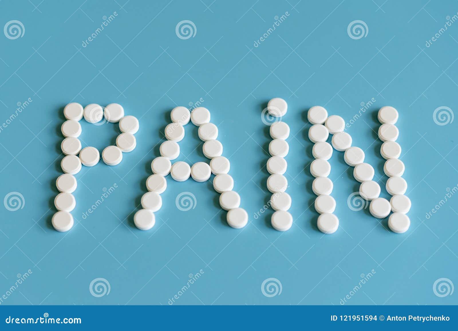Inskriften av smärtar läggas ut med vita preventivpillerar på en blå bakgrund Smärta kontroll - minnestavlor