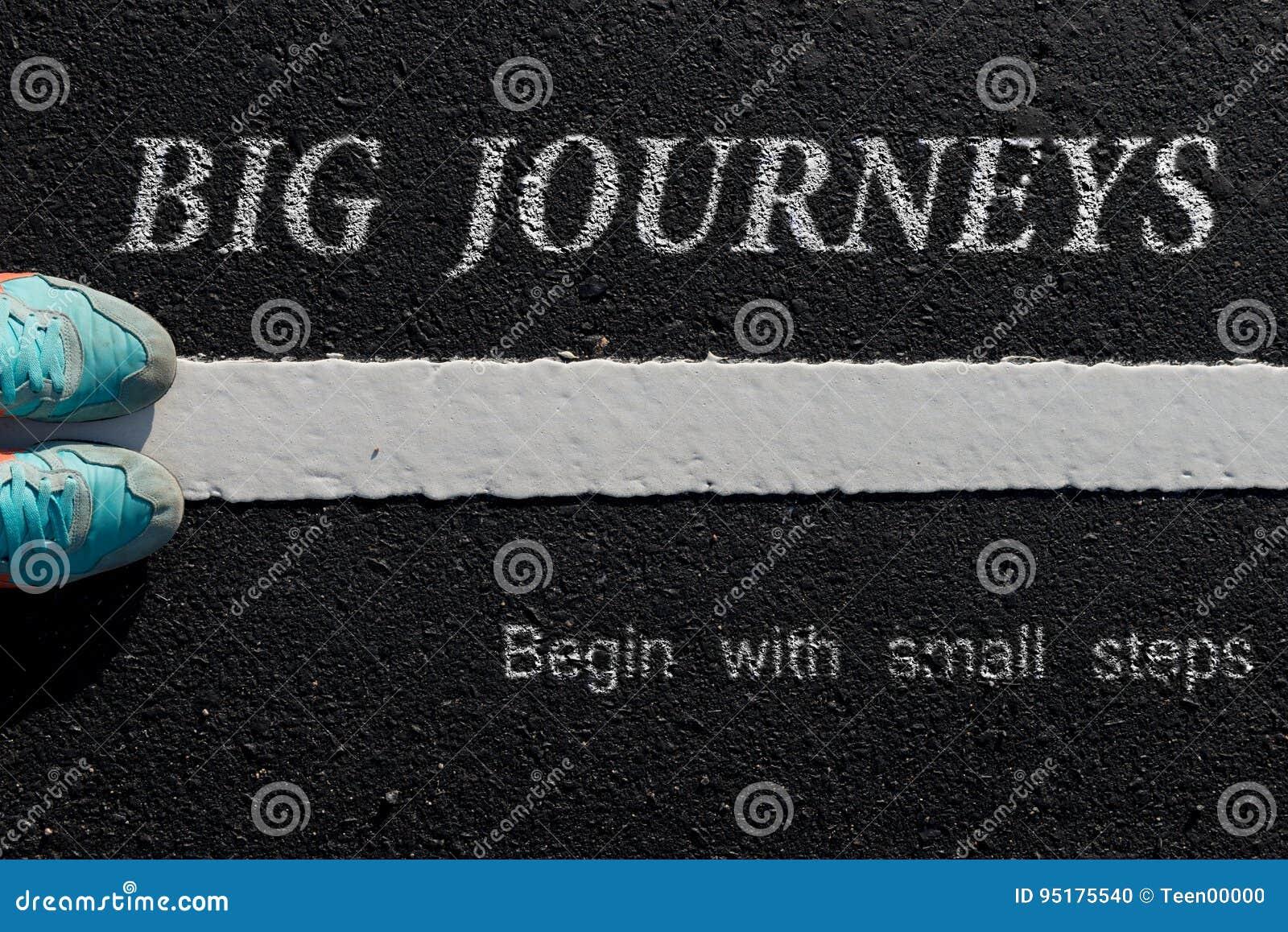 Inspirationszitat: Große Reisen fangen mit kleinen Schritten auf a an