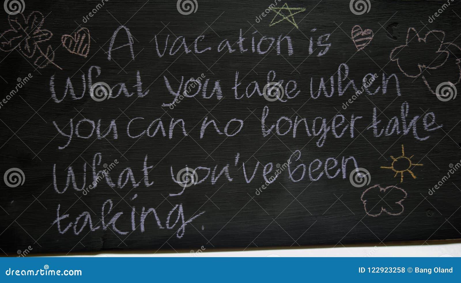 Inspirerande motivera citationstecken för Closeup på svart tavlabakgrund