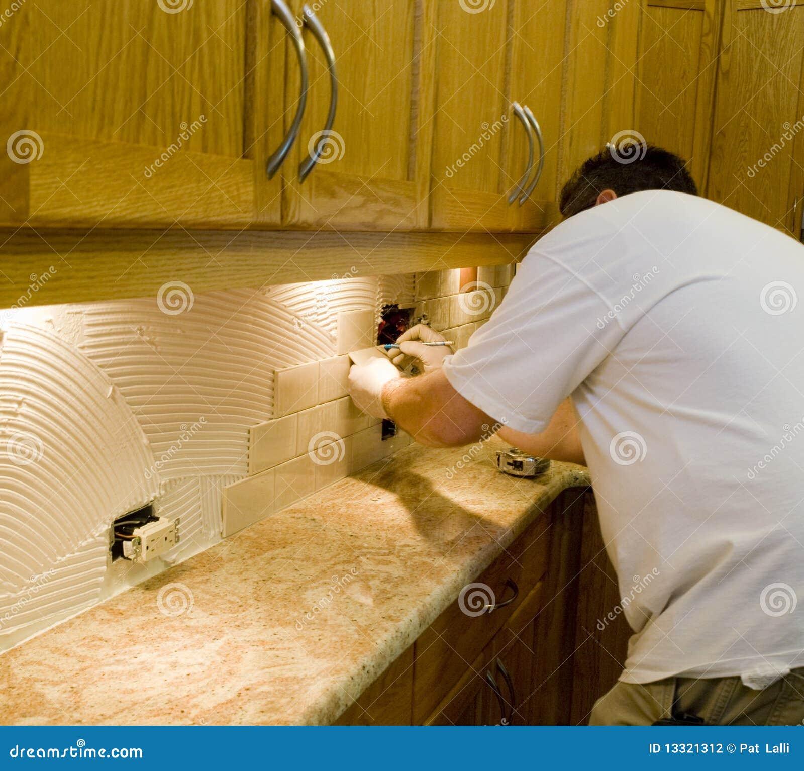 #6B490A  que faz uma instalação da telha cerâmica no backsplash da cozinha 1300x1263 px Projetos Da Instalação Da Cozinha_401 Imagens