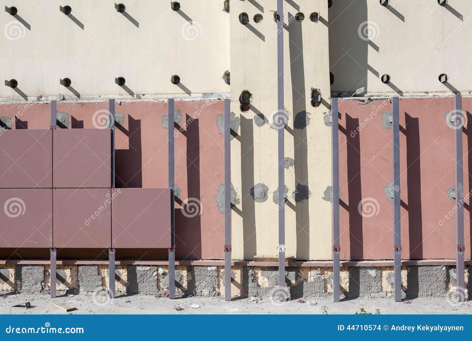 A instalação de fachadas ventiladas com telhas