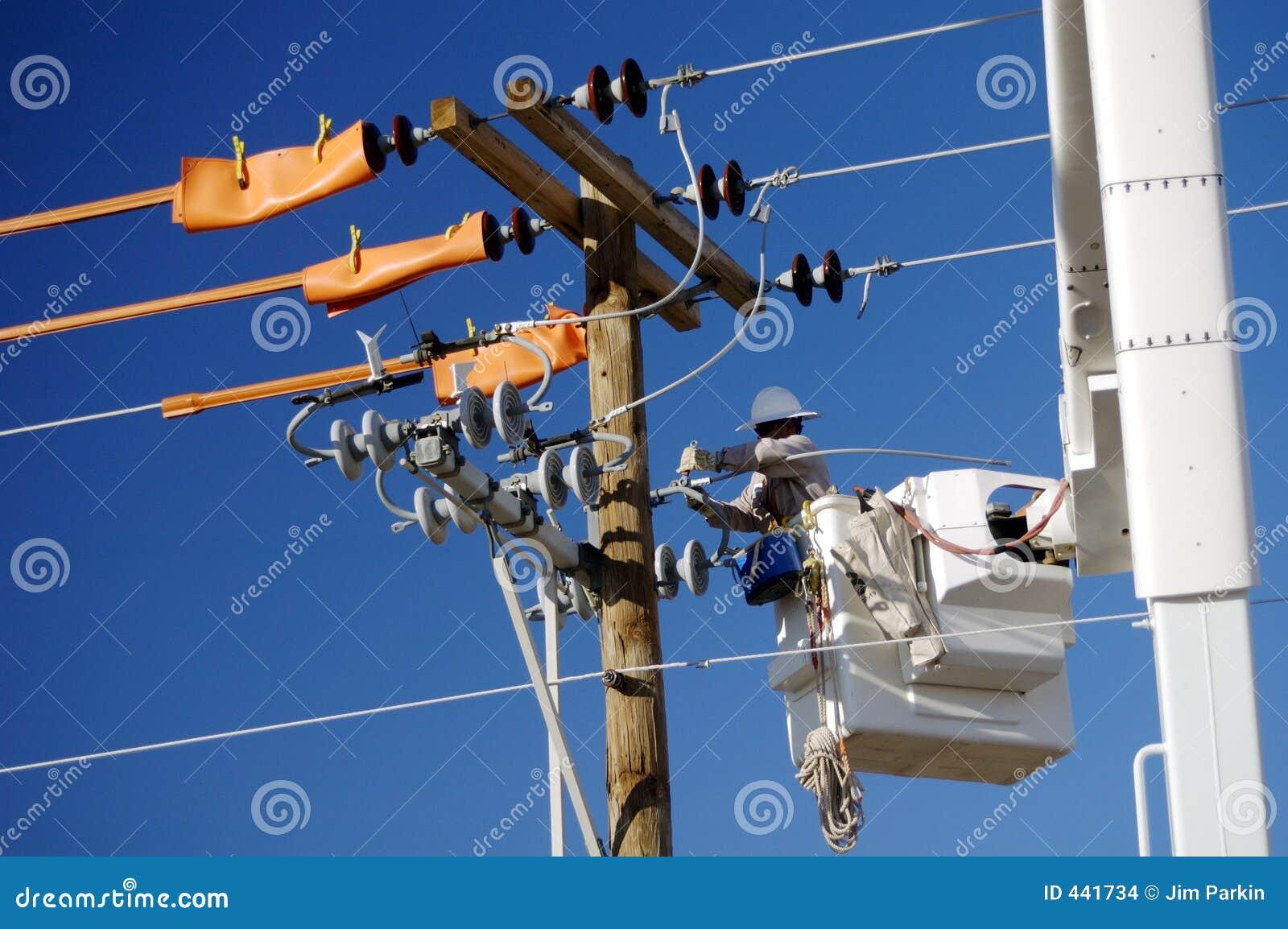 Instalador de líneas de la compañia de electricidad