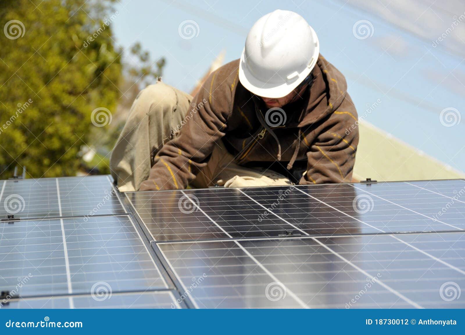 Instalando o painel solar que prende 3